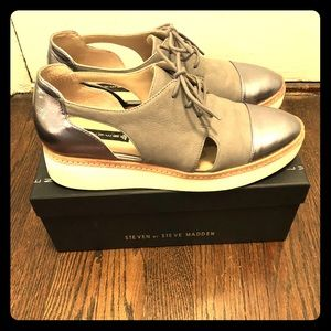 Grey Oxford, leather and suede, size 10